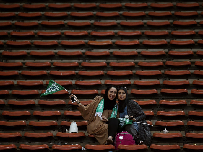 Saudi football fans wait for the start of the 2018 FIFA World Cup qualifying football match between Malaysia and Saudi Arabia in Shah Alam on September 8, 2015.   AFP PHOTO / MANAN VATSYAYANA